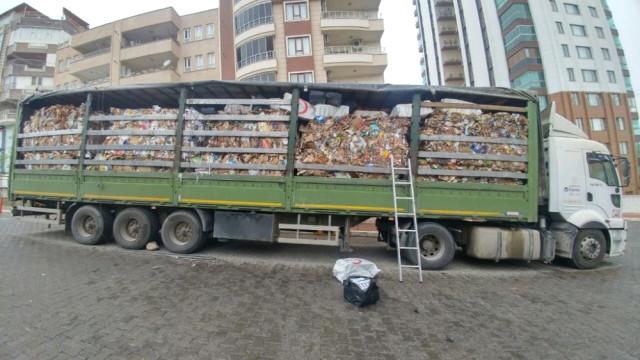 Atık Kağıt Taşıyan Tırda 21 Bin 700 Paket Kaçak Sigara Ele Geçirildi