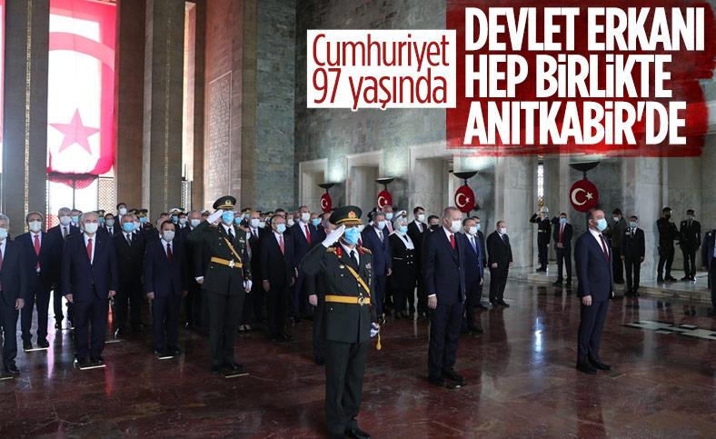 Cumhuriyet'in 97. yıl dönümünde devlet erkanı Anıtkabir'de