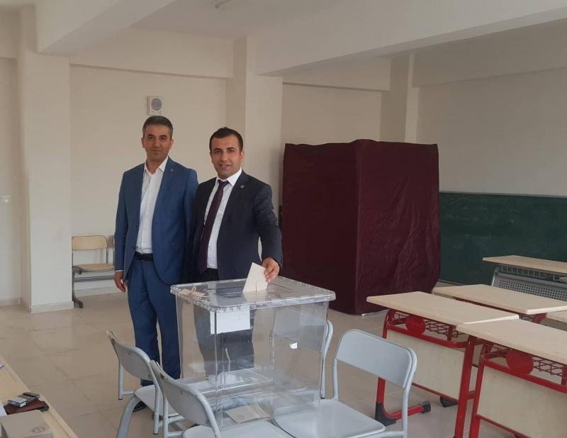 Eğitim-Bir-Sen idil Temsilcisi Mehmet Selim Tepe, Güven Tazeledi