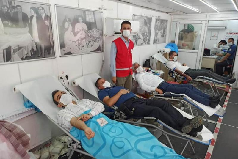 idil Kaymakamı ve Belediye Başkan Vekili Refik Özsoy, kan bağışında bulundu.