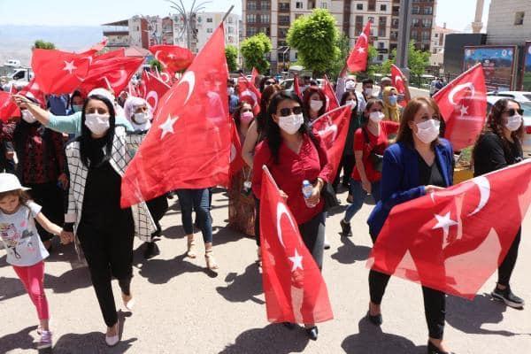 Şırnak'ta askeri birliğe maket uçaklarla saldırı girişimi yapılan yürüyüşle kınandı