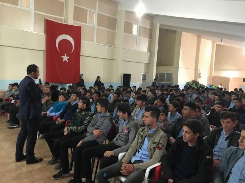 TÜGVA İdil İlçe Temsilcisi Mehmet Selim Tepe Öğrencilerle Bir Araya Geldi.
