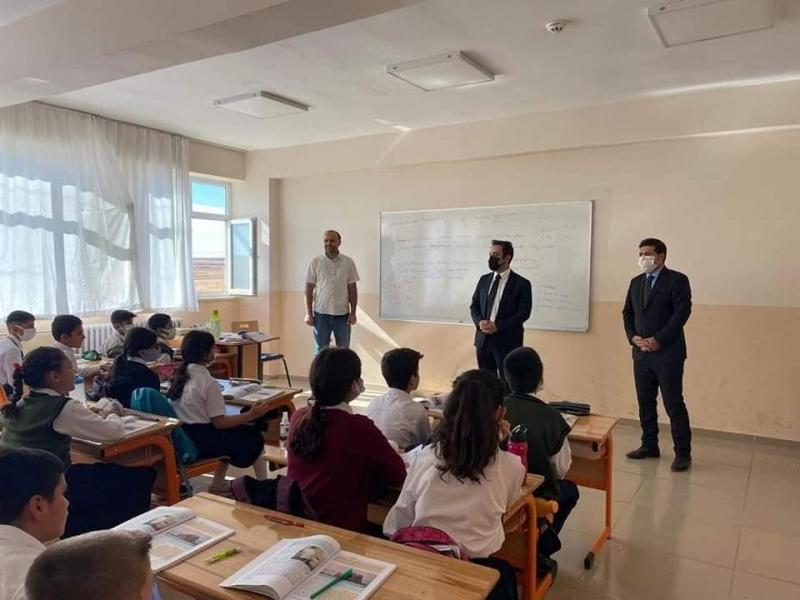 idil Kaymakamı Refik Özsoy okulları gezdi