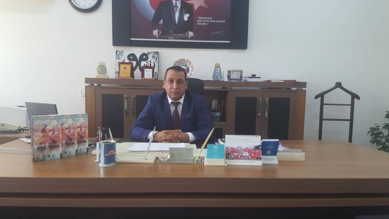 İdil'de Görev Yapan Eğitimci Yazar Serdar Toptaş'ın  Aşkı Senin rengine Boyadım Kitabı Çıktı