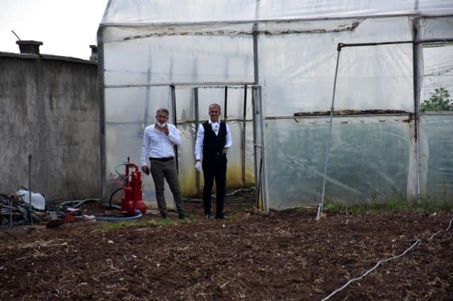 idil'li Çiftçi seradaki ilk hasadın gelirini Milli Dayanışma Kampanyası'na bağışladı