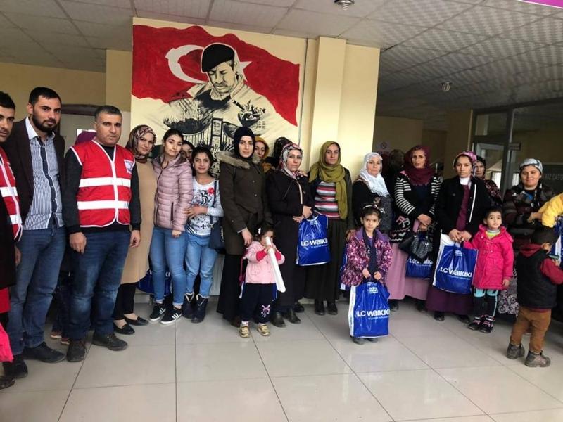 Kızılay idil'de Muhtaç Ailelere Giyim Yardımı Yaptı