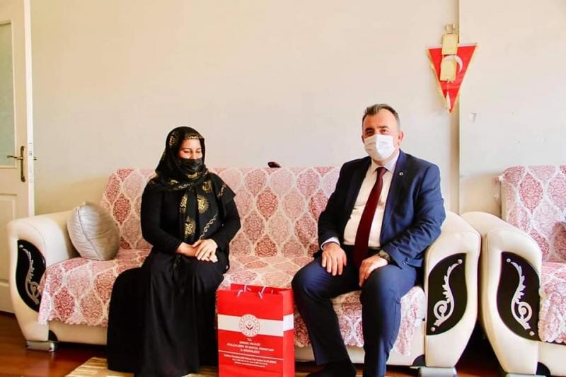 Şırnak Aile Ve Sosyal Hizmetler İl Müdürü Muzaffer Akçam Şehit Ailelerini ziyaret etti.