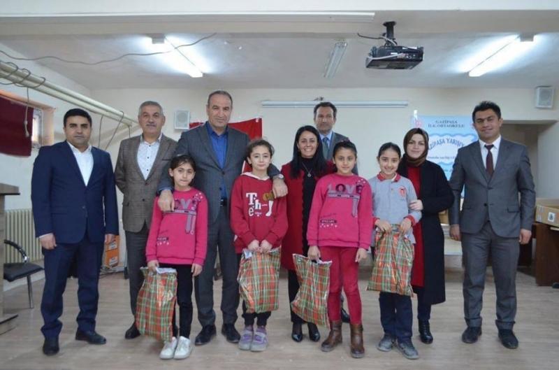 Şırnak Yeşeren Gençlik Derneği 120 Öğrenciye Mont, Bot, Kazak, Ve  Pantolon Yardımında Bulundu