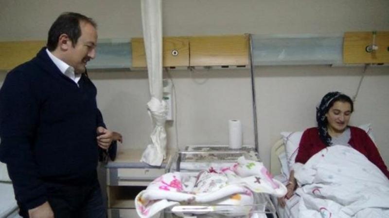 Şırnak'ta 2019'un son doğan bebeğine çeyrek altın