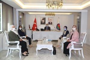 AK Parti Kadın kolları MKYK Üyesi Hatice Atan, Vali Pehlivan'ı Ziyaret Etti