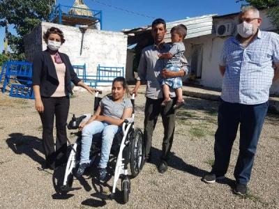 Doğuştan yürüme engelli idil'li Şirin'in akülü araç sevinci