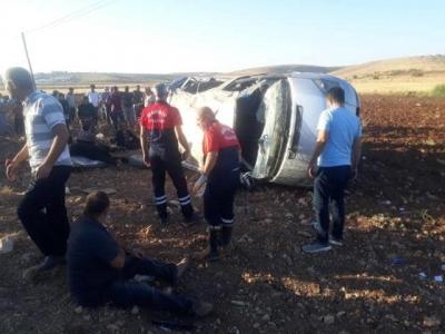 İdil-Midyat Karayolunda Minibüs şarampole yuvarlandı: 10 yaralı