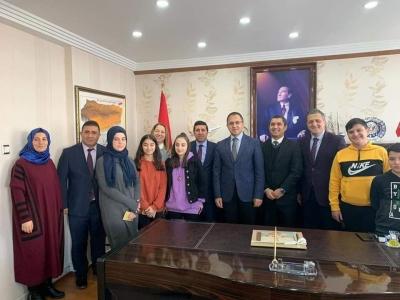 İstanbul'dan Gelen Öğrenciler idil Kaymakamı ve Belediye Başkan Vekili Zafer SAĞ'ı Ziyaret Ettiler.