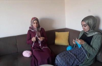 Minik Eller Üşümesin Diye Şırnak'lı AK Kadınlar ilmikleri Dokudu.