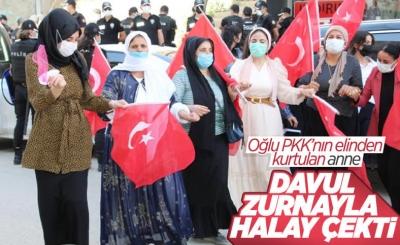 Oğlu PKK'dan kaçan anne, Türk bayraklarıyla halay çekti
