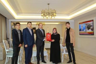 Şırnak Valisi Pehlivan, şehit piyade er Sedat Mekan'ın ailesini makamında ağırladı