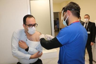 Şırnak'ta, sağlık çalışanlarına aşı uygulaması başladı
