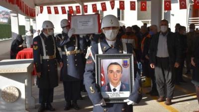 Şırnak'ta trafik kazasında hayatını kaybeden uzman çavuş ve ailesi toprağa verildi