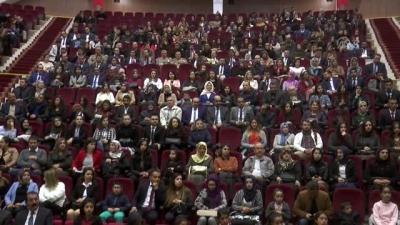 Şırnak'ta Vali ve Belediye Başkanı, öğretmen korosuyla şarkı söyledi