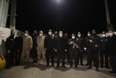 Vali Pehlivan, kontrol noktalarındaki güvenlik güçlerinin yeni yılını kutladı